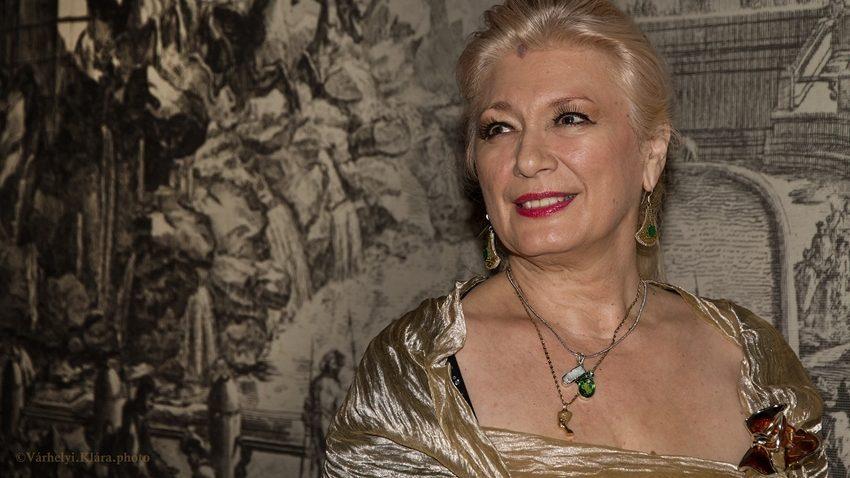 Nemcsak elénekelte, életre is keltette az operahősnőket – Sass Sylviát köszöntjük
