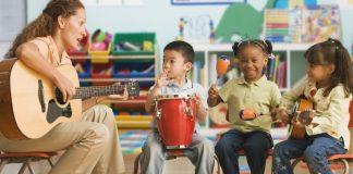 zenetanár gyerekekkel
