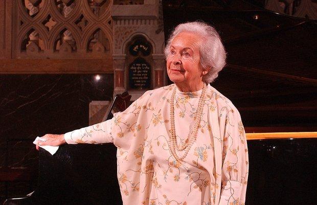 Rév Lívia 2006-ban a szegedi zsinagógában