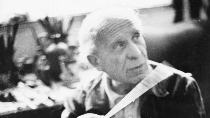 Czóbel Béla festőművész 1968-ban a Kelenhegyi út 12-14. alatti Műteremházban - forrás: Fortepan / Magyar Hírek folyóirat