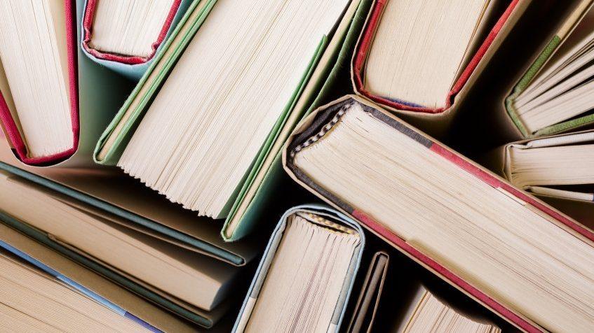 10 kötet, 2831 oldal, 4232 gramm olvasnivaló az idei Aegon shortlistjén - fotó: www.chronicle.com