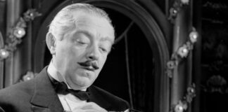 Budapest, 1954. november 10. Feleki Kamill a Csárdáskirálynõ címû operett egyik jelenetében az Operettszínházban. MTI Fotó: Farkas Tamás