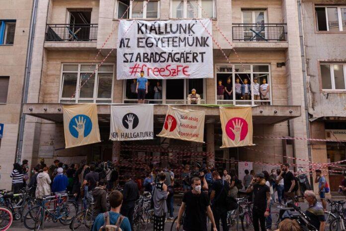 Újabb tüntetést szerveznek a Színművészetiért   Papageno