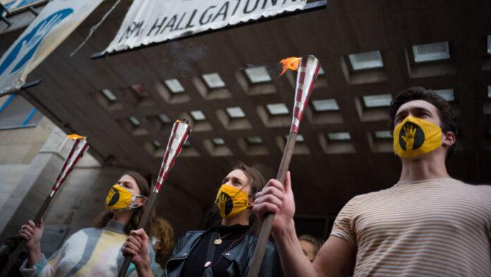 Blokád az Színház- és Filmművészeti Egyetem épületénél - fotó: Todoroff Lázár