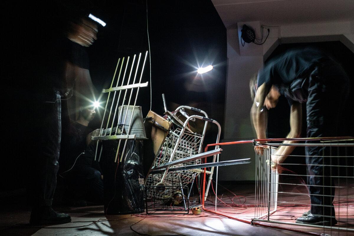 0O: ※ (reference mark), 2019 [performansz] Trafó Klub fotó: Papp Fanni alkotók: Bácsi Barnabás, Janky Máté, Jeneses Ádám, Kophelyi Dániel
