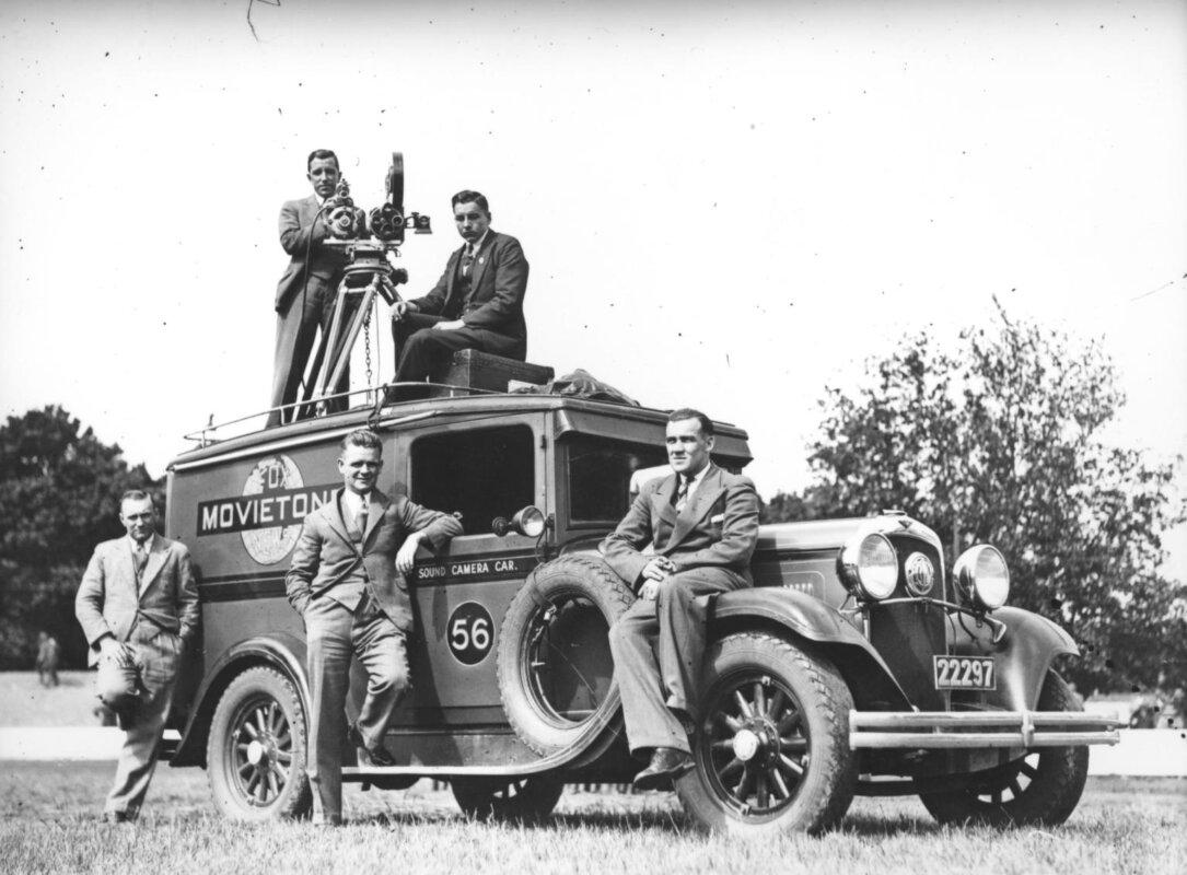 A Fox Movieton egyik autója