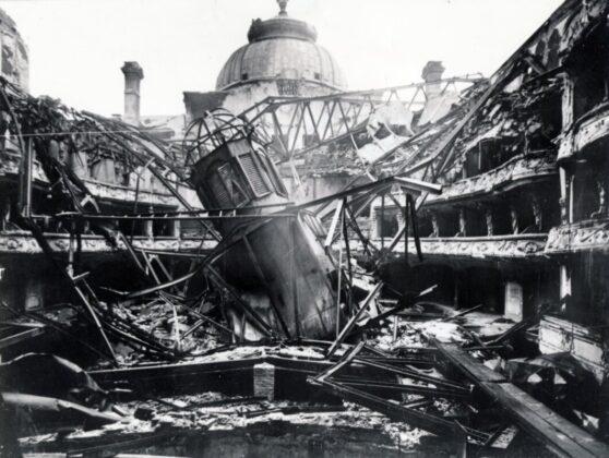 A lebombázott Vígszínház 1945-ben. Forrás: Fortepan