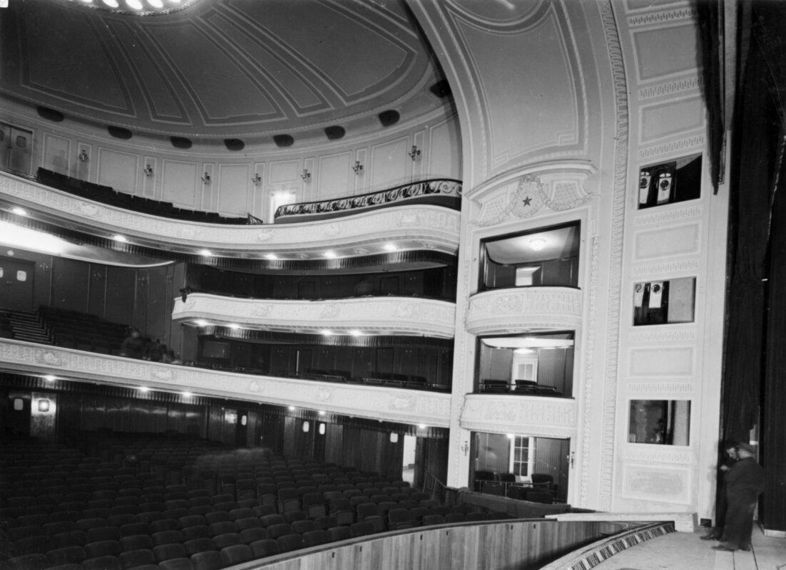 Az új Vígszínház épülete az '50-es évek elején. Forrás: Fortepan