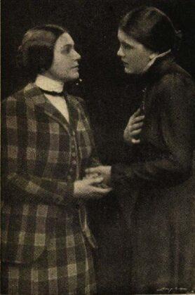 Varsányi Irén és Tőkés Anna, Cseresznyéskert, Vígszínház, 1924. Forrás: Színházi Élet, 1924/ 38. 6. Arcanum