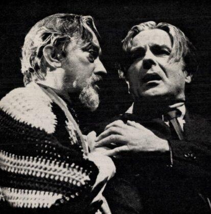 Mensáros László és Tomanek Nándor, Vérrokonok, Pesti Színház, 1974. - Forrás: Film Színház Muzsika, 1974/ 13. 2. Arcanum