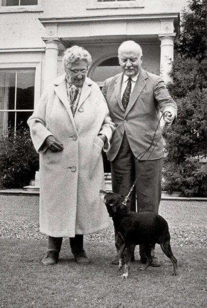 Agatha Christie és férje, Max Mallowen- forrás: agathachristie.fandom.com