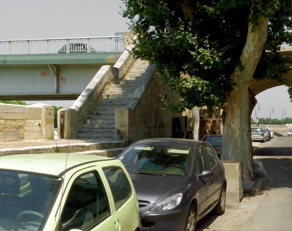 A híd feljárata egy 2011-ben készült fotón – forrás: Wikipedia