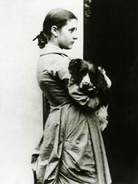 Beatrix Potter 15 évesen a spánieljével Spottal