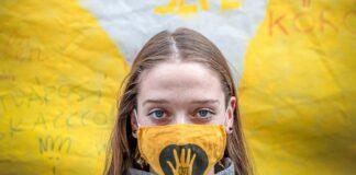 A fotón Podlovics Laura, bábszínészhallgató, az SZFE HÖK tagja látható az egyetemfoglalás 23. napján.