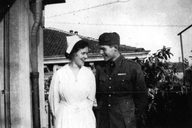 Agnes von Kurowsky vöröskeresztes nővér és Ernest Hemingway Milánóban 1918-ban.- forrás: Ernest Hemingway Collection. John F. Kennedy Presidential Library and Museum, Boston