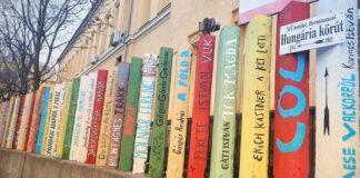 Kerítésből gyerekkönyvek - forrás: Bethesda Gyermekkórház FB-oldal