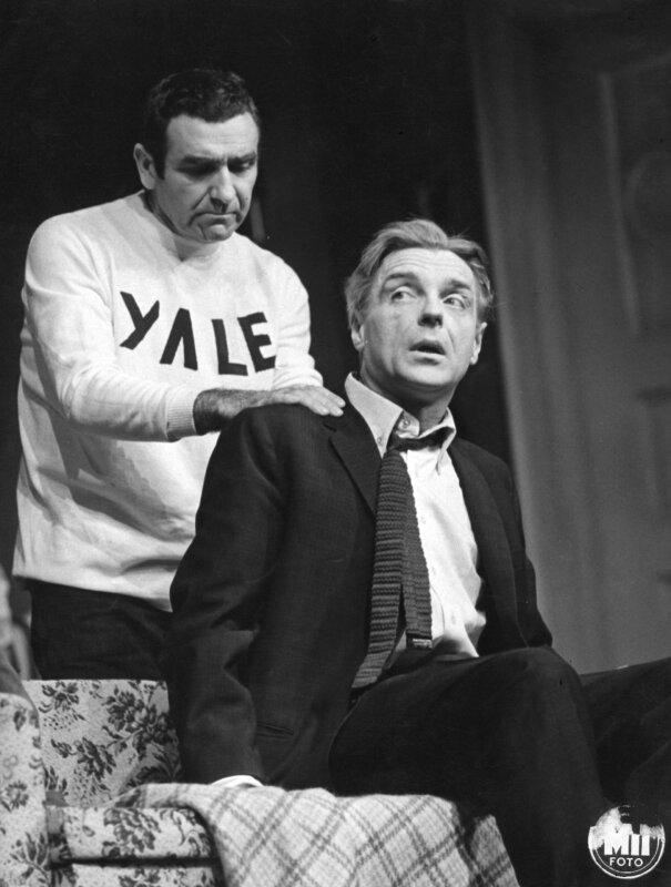 Bárdy György és Tomanek Nándor Neil Simon Furcsa pár című komédiájában a Pesti Színházban (1968) / Forrás: Vígszínház Archívum