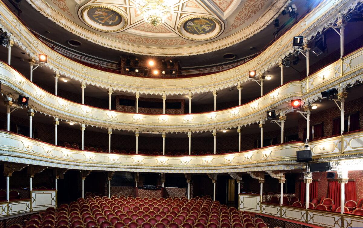 A ícsokonai Színház nézőtere a felújítás előtt - fotó: Máthé András
