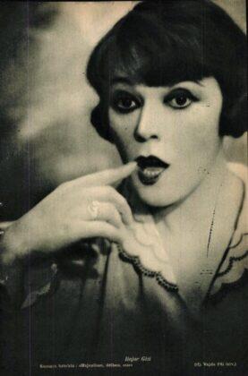 Bajor Gizi a Hajnalban, délben, este című előadáson (1929) Forrás: Színházi Élet, 1929/ 42. 19. (ADT)