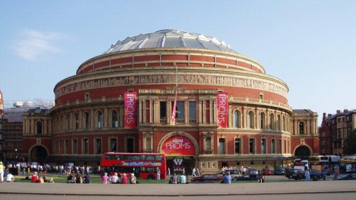 A Royal Albert Hall kívülről a 2008-as BBC Proms idején