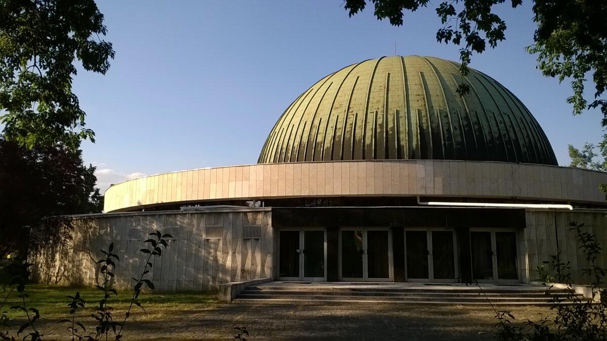 A TIT Budapesti Planetárium épülete a Népligetben - forrás: wikipedia