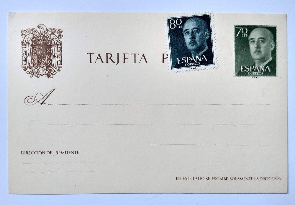 A Juan Gyenes fényképei alapján elkészített Franco tábornokot ábrázoló bélyegek egy korabeli levelezőlapon.- Fotó: Marton Ildikó
