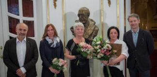 Gereg Mónika férfiszabó kapta idén a Várkonyi Zoltán-emlékdíjat - Fotó: Vígszínház - Cseke Csilla
