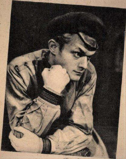 Darvas Iván Raszkolnyikov szerepében a Bűn és bűnhődés című előadáson, Művész Színház, 1947. / Forrás: Színház, 1947/ 24. Arcanum