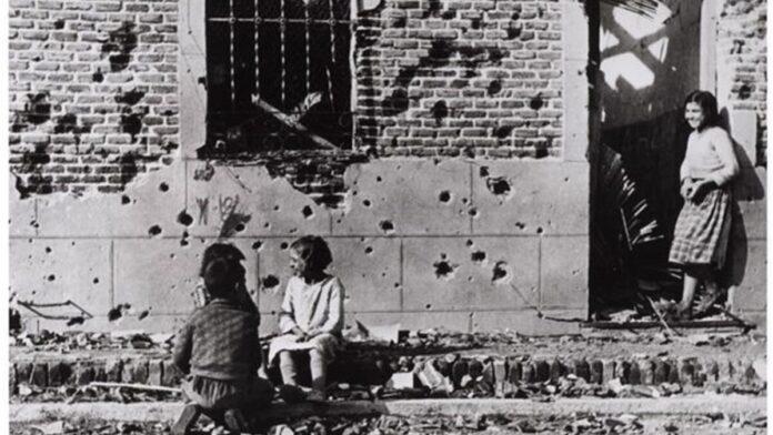 Robert Capa: Gyerekek Madridban. 1936 - forrás: europapress.es