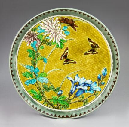 Dísztál - Krizantémokkal és pillangókkal, Joseph-Théodore Deck, 1878 - IMM