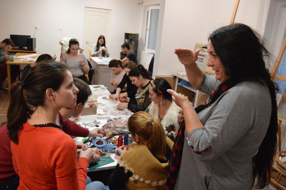 Romani Design workshop: Varázslatos színek - Színes alkotás Péli Tamás nyomán