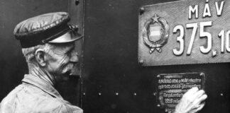 Veszprém-külső vasútállomás, a MÁV 375-1032-es pályaszámú mozdonya, az utolsó magyar gyártmányú gőzmozdony - forrás: fortepan / Faragó László
