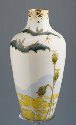 Váza denevérekkel (Burslem, 1905) - forrás: IMM