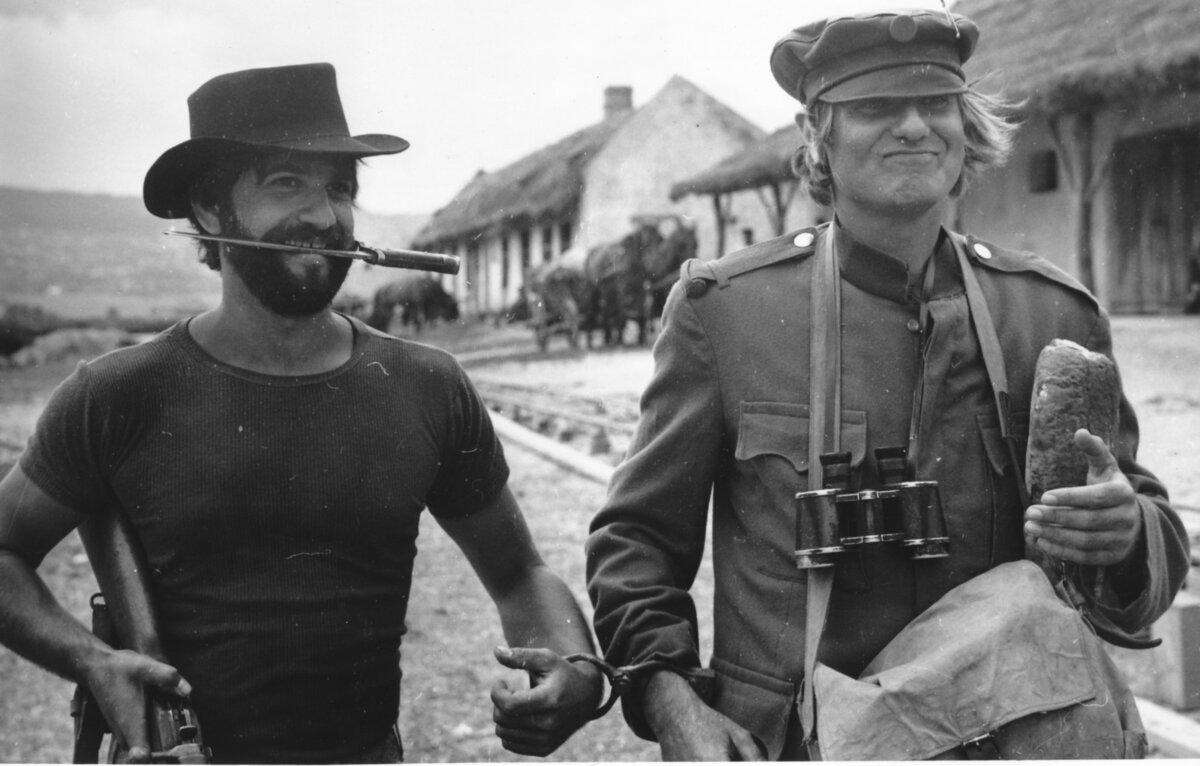 Kende János operatőr és Jancsó Miklós rendező az Égi bárány című film forgatásán, 1970 ©Friedmann Endre, Szóvári Gyula. Kende János tulajdona.