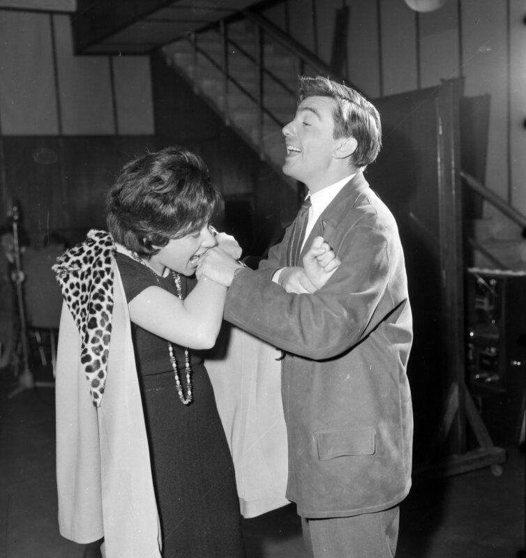 Ruttkai Éva és Gábor Miklós a Makrancos hölgy rádiófelvételén, 1960 / Fotó: Szalay Zoltán / Fortepan