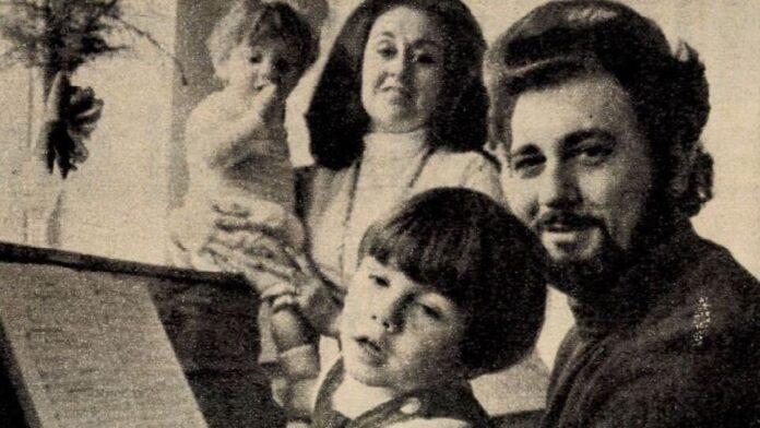 Domingo családja körében a Film Színház Muzsika cikkében