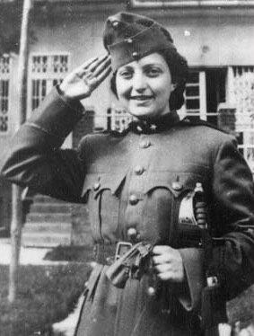 Szenes Hanna katonaruhában - forrás: wikipedia