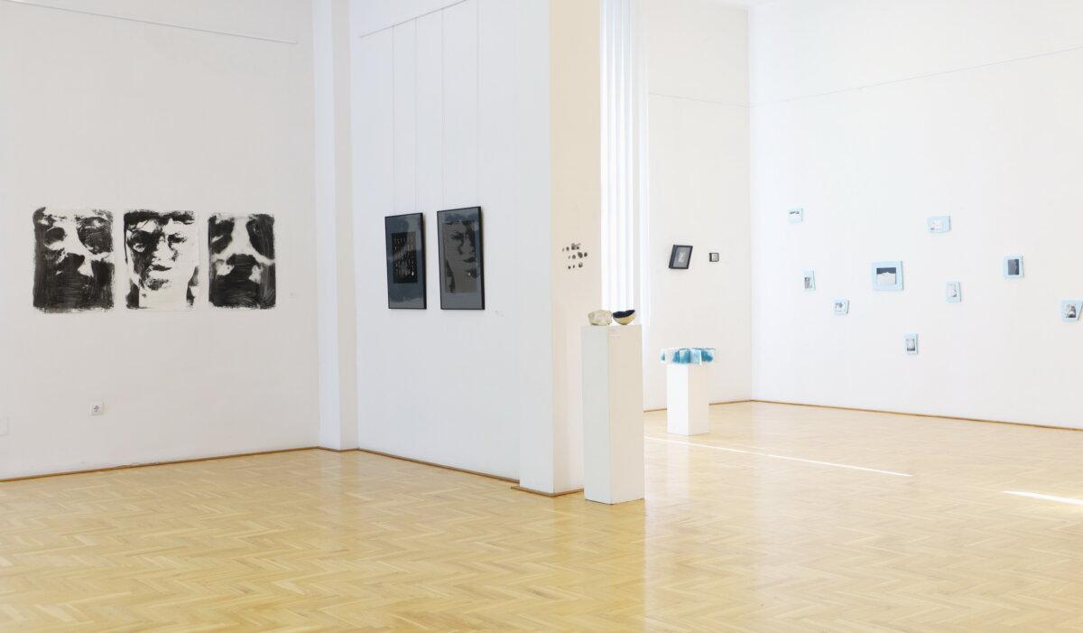 Project833 Művésztelep Fotóworkshop kiállítási enteriőr, Művelődési Központ és Városi Galéria Fotó: Kovács Gyula A., Neogrády-Kiss Barnabás
