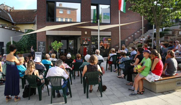 Zenei programok a Hegyvidéki Kulturális Szalon előtt - forrás: Zenélő Budapest