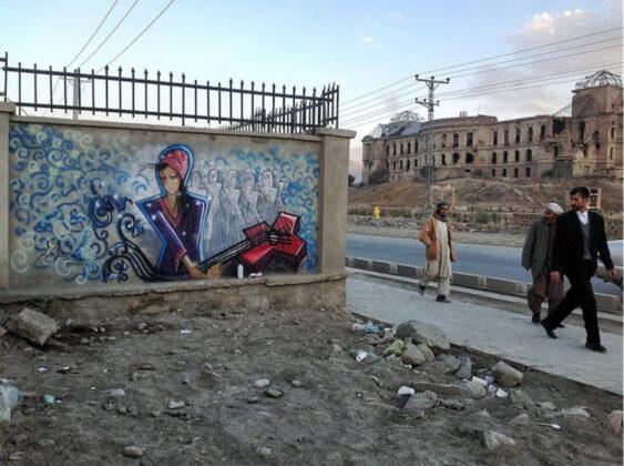Shamsia Hassani, Afganisztán egyik első női graffitisének munkája Kabulban - forrás: www.shamsiahassani.net/