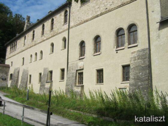 A zárda falai kívülről - fotó: Kocsis Katalin / Kataliszt