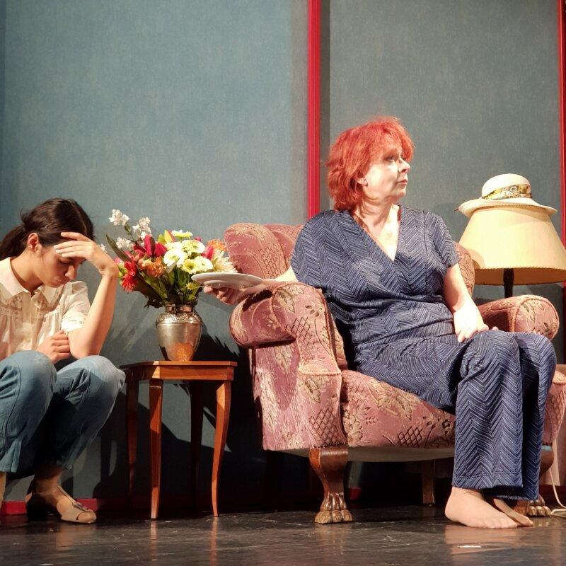 Hernádi Judit és Gombó Viola az Amy világa című darabban - forrás: Orlai Produkció
