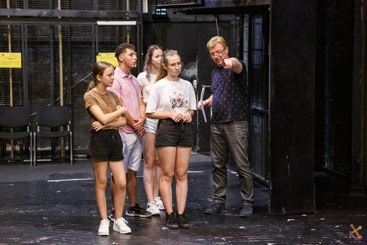Egyed Attila és a diákok - fotó: Torma Sándor