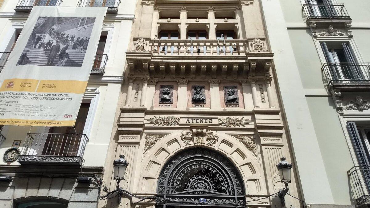 Az Ateneo de Madrid székházának homlokzata, 2021 - Fotó: Marton Ildikó / KultúrExpress