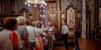 Látogatók az újjászületett Szent István-teremben - forrás: Várkapitányság