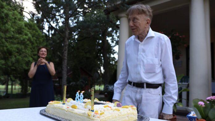 Vásáry Tamás tortával