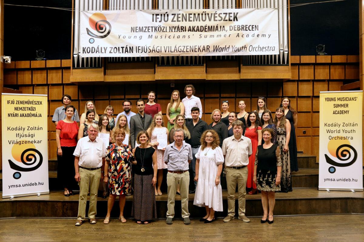 Énekverseny zsűri és fellépés - forrás: Debreceni Egyetem