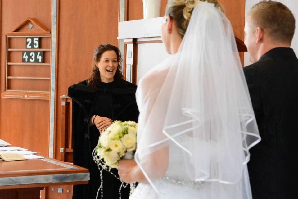 Lelkész hivatásában egy esküvőn - forrás: az interjúalany tulajdona