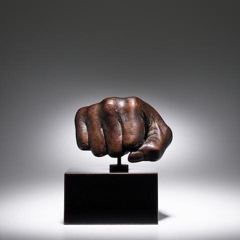 Muhammad Ali bronzba öntött ökle – forrás: Bonhams