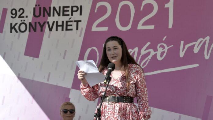 Szabó T. Anna költõ, író beszédet mond a 92. Ünnepi Könyvhét megnyitóján a belvárosi Vörösmarty téren 2021. szeptember 2-án. MTI/Soós Lajos